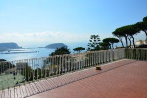Vendesi villa panoramica Pozzuoli alta parco Bausano