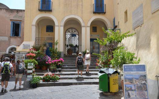 Vendesi appartamento Capri adiacenze piazzetta completamente arredato