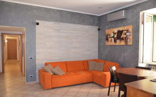 Vendesi appartamento Napoli Vomero Arenella 4 vani doppi accessori