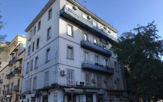 Vendesi palazzo centro Vomero Napoli 9 appartamenti