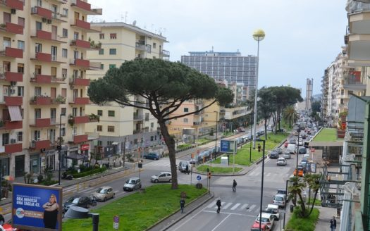 Vendesi appartamento Napoli Fuorigrotta viale Augusto