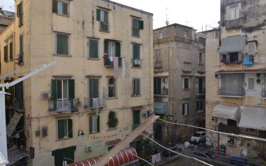 Vendesi monolocale Napoli adiacenze via Toledo