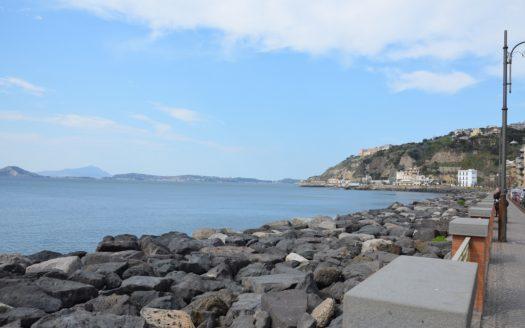 Vendesi Monolocale arredato Napoli Bagnoli Lungo mare