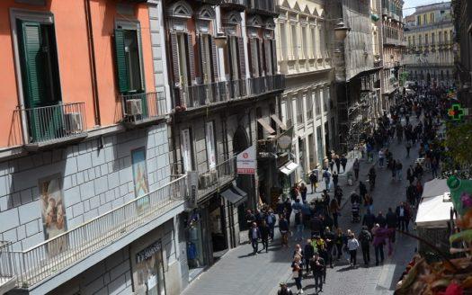 Vendesi casa Napoli via Toledo buone condizioni 160 mq