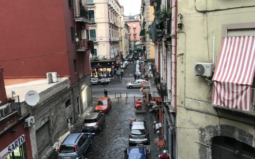 Vendesi appartamento Napoli centro 3 vani piu accessori