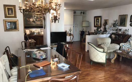Vendesi appartamento Napoli quartiere Chiaia 4 vani doppi accessori