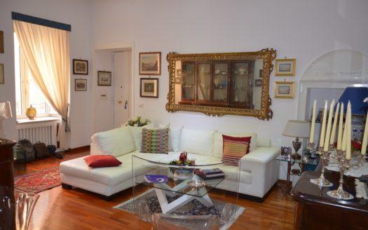 Vendesi appartamento Vomero 4 vani doppi accessori Napoli