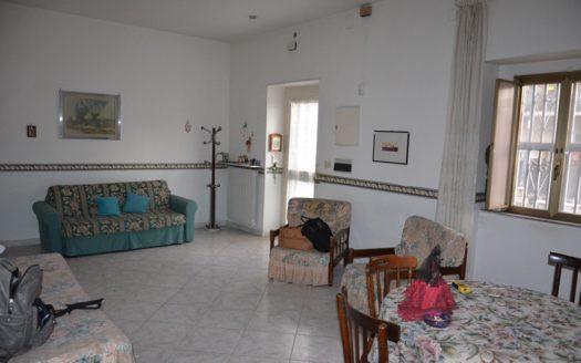 Vendesi appartamento con terrazzo e box auto Napoli Toscanella