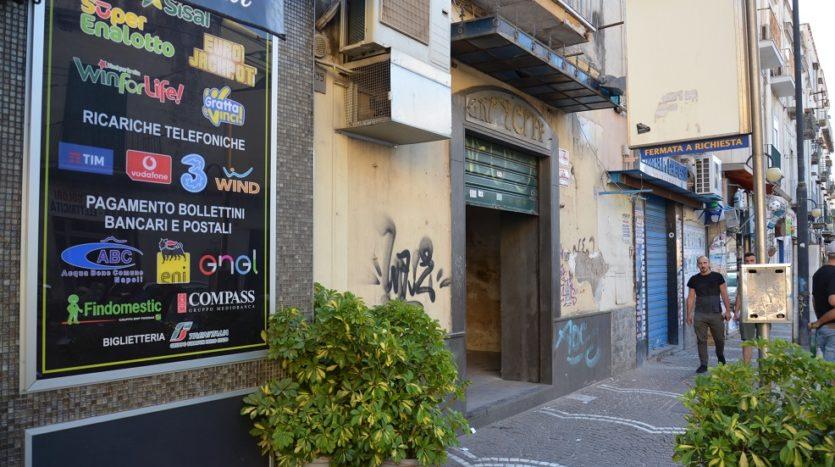 Vendesi locale commerciale fronte strada Napoli San Giovanni a Teduccio