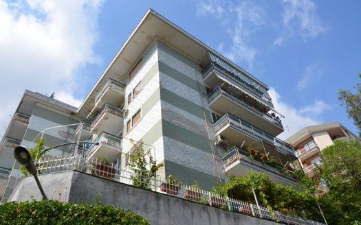 Vendesi appartamento Napoli via Pietro Castellino