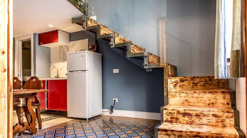 Affittasi appartamento arredato zona Chiaia uso transitorio
