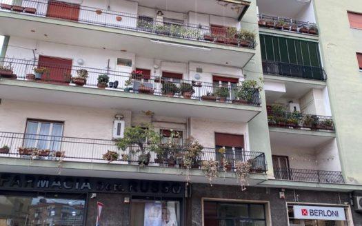 Vendesi appartamento 3 vani locato vomero Via simone Martini