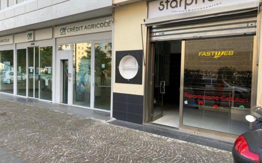 Affittasi Negozio fronte strada Fuorigrotta piazza san Vitale