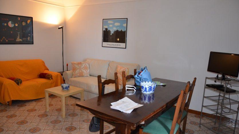 Affittasi appartamento arredato adiacenze lungo Mare via Chiatamone uso transitorio