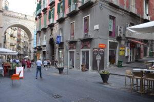 Bilocale arredato Via Chiaia adia. Napoli