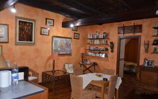 Vendesi Bilocale ristrutturato Napoli Chiaia