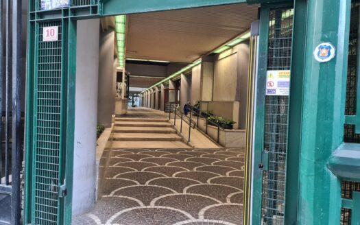 Vendesi libero Ufficio con posto auto Napoli Centro