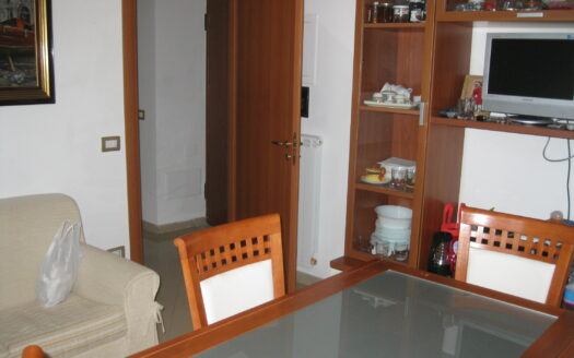 Affittasi chiaia appartamento parzialmente arredato 2 bagni 3 vani