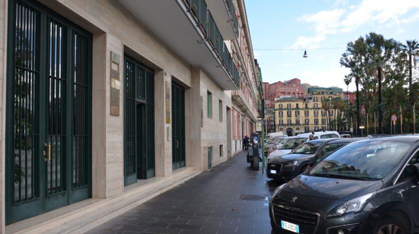 Bilocale con terrazzo a livello Napoli via Riviera Di Chiaia