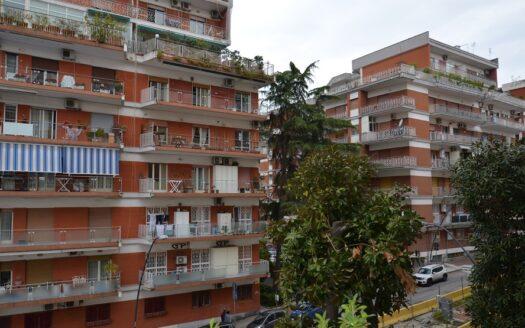 Vendesi appartamento Fuorigrotta Parco San Paolo