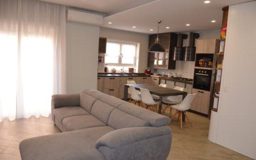 Affittasi appartamento arredato con posto auto Vomero uso transitorio